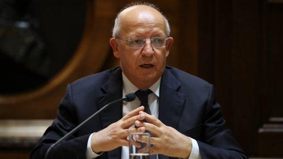 """Augusto Santos Silva indicou que, """"mal reparou"""" nesta situação, entrou em contacto com o embaixador português em Bruxelas, com a embaixadora belga em Lisboa e falou com o seu homólogo belga, sendo que nenhum tinha conhecimento da inclusão"""