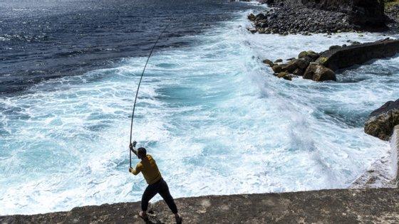"""A obra na baía do Fanal permite, segundo Vasco Cordeiro, """"proteger a arriba"""", mas também """"valorizar a relação da cidade de Angra do Heroísmo com o mar"""""""
