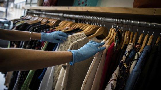Empresários alertam para a dificuldade no acesso a novas coleções por falta de margem financeira.