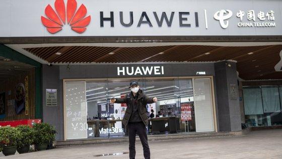 A Huawei é um dos principais fornecedores de equipamentos 5G do mundo e a segunda maior fabricante de telemóveis