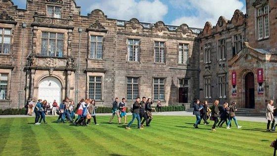 Universidade é a terceira de língua inglesa mais antiga no mundo e diz-se disponível para colaborar com autoridades na responsabilização dos agressores.