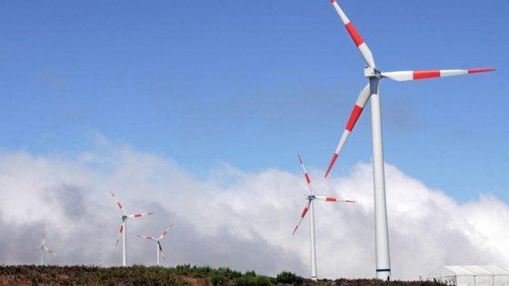 A Terceira atingiu em 2019 cerca de 35% de energia limpa, sobretudo devido à utilização de energia eólica e da geotermia
