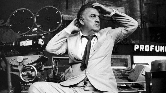 Federico Fellini nasceu a 20 de janeiro de 1920 em Rimini e morreu em 1993, aos 73 anos, em Roma