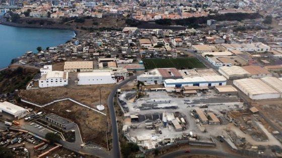 """""""O turismo foi o setor mais afetado pela pandemia da Covid-19 em Cabo Verde"""", refere o estudo, apontando que 83% das empresas encerraram temporariamente. Desde 19 de março que Cabo Verde está encerrado a voos internacionais"""