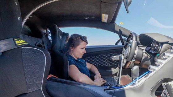 O ar condicionado do Bugatti Chiron rouba potência ao hiperdesportivo, como acontece com qualquer modelo, o que não belisca a rapidez do superdesportivo com 1500 cv