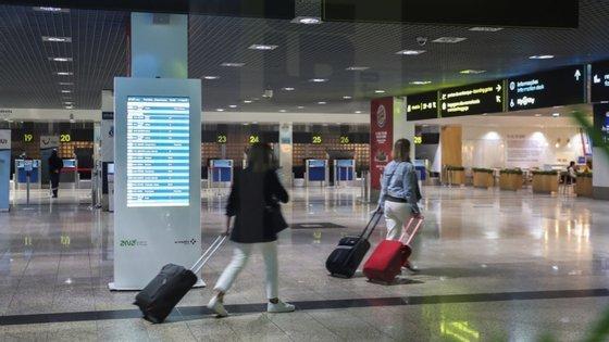 Na terça-feira já tinham sido cancelado cinco voos