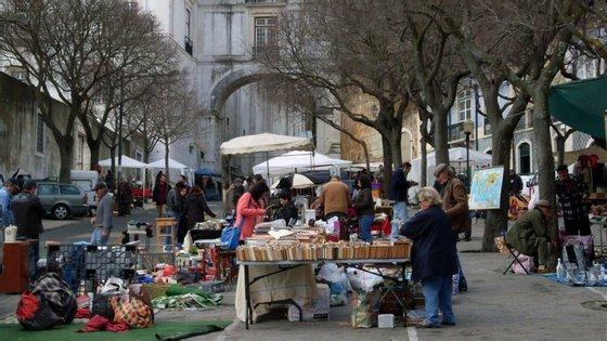 A Câmara Municipal de Lisboa anunciou o cancelamento das feiras na área do município, nomeadamente a suspensão das feiras do Relógio, da Ladra e das Galinheiras