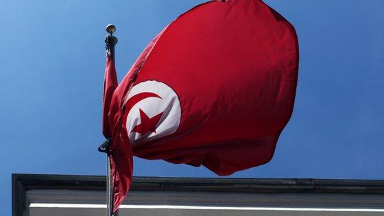 """A Tunísia, palco da primeira """"primavera árabe"""" e considerada um modelo de transição democrática, atravessa atualmente uma crise política"""