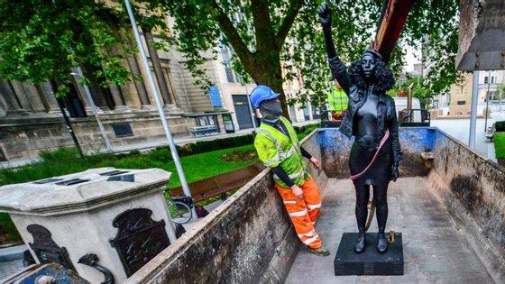 A estátua, foi esculpida por Marc Quinn, vai agora para o museu da cidade de Bristol, podendo o artista recolhê-la ou doá-la à coleção