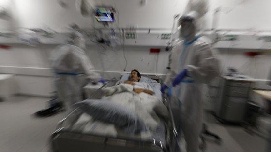 O Ministério da Saúde alertou que, enquanto o surto inicial do vírus estava concentrado sobretudo nas comunidades mais aglomeradas e com piores condições económicas, agora está a espalhar-se de modo mais amplo