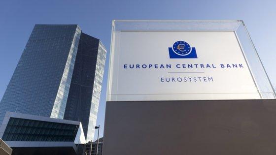 Inicialmente o programa previa a compra de 750 mil milhões de euros de dívida até ao final deste ano