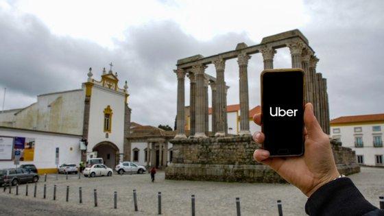 Desde terça-feira, a plataforma de transporte Uber pode ter operadores em todo o território nacional