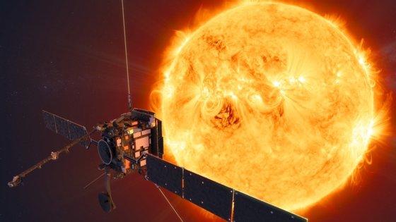 A Solar Orbiter, que foi lançada a 10 de fevereiro, tem seis telescópios apontados ao sol e quatro instrumentos que fazem medições em torno da nave de fenómenos como o vento solar