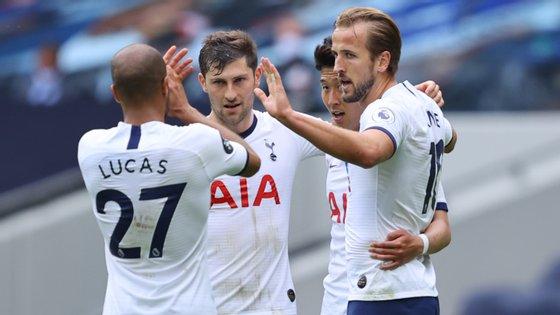 O avançado inglês bisou e chegou aos 17 golos esta temporada na Premier League
