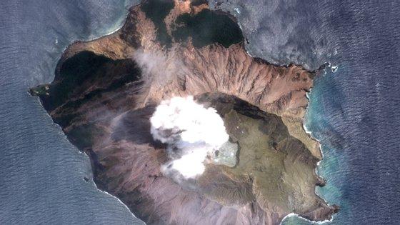 A Nova Zelândia, que tem intensa atividade sísmica e vulcânica, não possui um sistema avançado de alerta em tempo real para erupções e depende de um sistema de informações que não é atualizado com frequência