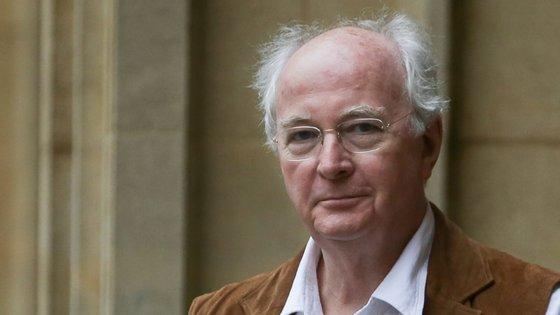Philip Pullman começou a publicar a história de Lyra Silvertongu em 1995