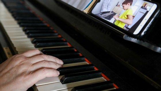 A academia conta com a participação de 200 jovens músicos, metade dos quais portugueses e, os restantes, oriundos de 30 países, além dos 15 mestres, músicos profissionais e pedagogos, na sua maioria distinguidos a nível internacional, que vão orientar as aulas abertas