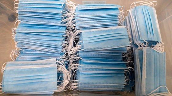 A Câmara de Cascais instalou 400 máquinas de venda com pacotes de quatro máscaras a um euro