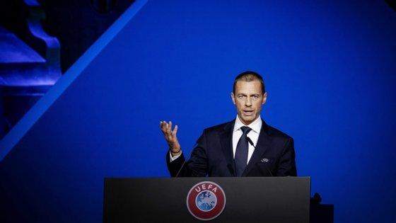 """Para Aleksander Ceferin, a UEFA reagiu com """"bastante sucesso"""" ao surto do novo coronavírus"""