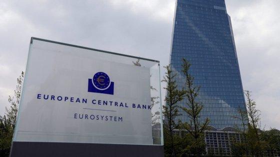 """BCE diz que artigo que visa impedir a nomeação de pessoas que ocupem cargos suscetíveis de afetar a sua independência é """"um pouco vago e beneficiaria de maior clarificação""""."""