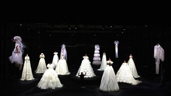 A Valentino apresentou, esta terça-feira, a nova coleção de alta-costura, numa performance transmitida em direto para todo o mundo