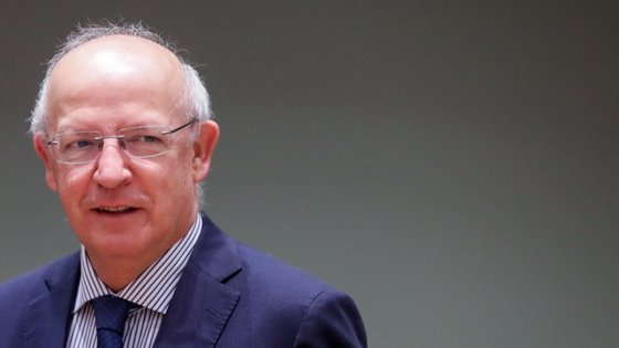 Augusto Santos Silva não equipara o caso da Irlanda a outros países membros do Espaço Schengen