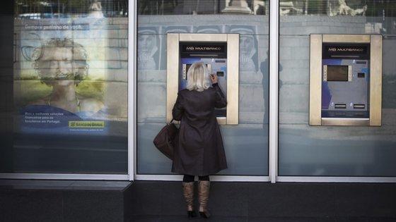 """De acordo com os dados citados, existem nesta região """"dois concelhos, onde cada caixa automática serve em média mais de 100 quilómetros quadrados de território"""""""