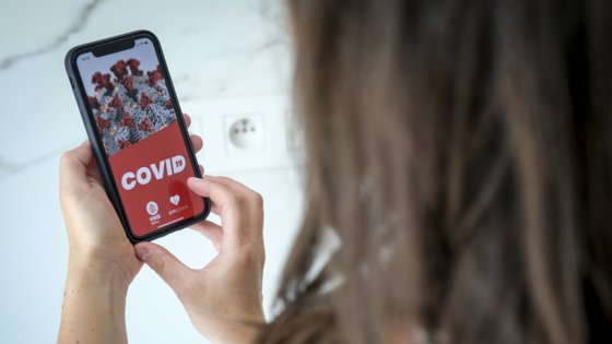 A app Stayaway já está a ser testada por 13 mil pessoas e prevê-se que seja disponibilizada em agosto