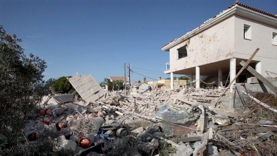 Três meses antes dos ataques, o grupo começou a comprar material para fazer explosivos