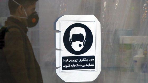 Os novos números do Irão relacionados com a pandemia são conhecidos numa altura em que a população ainda está a tentar digerir, com alguma inquietação e perplexidade, as recentes declarações de Hassan Rohani sobre o potencial número de infetados no território iraniano