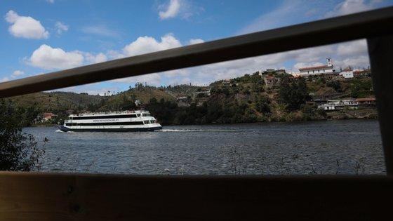 Este novo troço de passadiço junto ao rio Douro representou um investimento de cerca de 145 mil euros