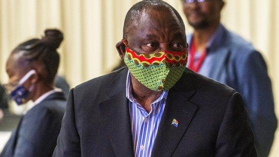"""O chefe de Estado apontou que """"a tempestade do coronavírus, efetivamente, chegou"""" à África do Sul, assinalando que o país é o quinto com mais casos no mundo, com 408.052 infeções registadas desde o início da pandemia"""