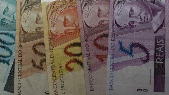 A queda na arrecadação do Governo central brasileiro deu-se principalmente por causa do adiamento no pagamento de impostos, que estão entre as medidas adotadas para aliviar os efeitos da paralisação económica causada pelo novo coronavírus