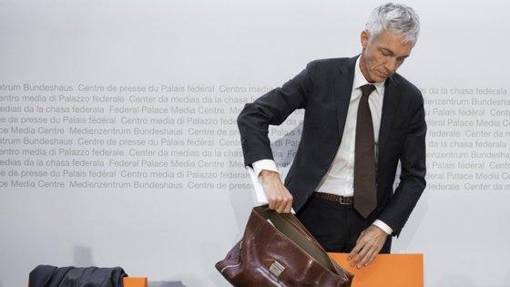 Michael Lauber já tinha sido sancionado com um corte salarial de 8%, pelo Ministério Público da Suíça, por ter mentido e obstruído a investigação disciplinar que era alvo