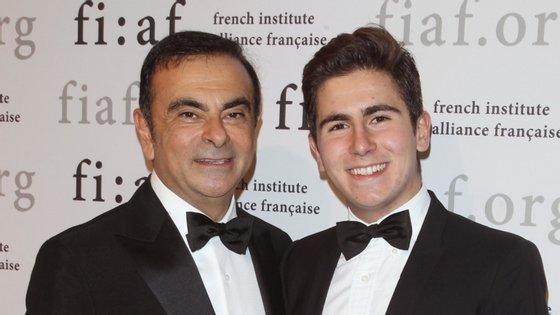 Entre Carlos e Anthony Ghosn, foram transferidos 1.362.500 dólares para os Taylor, o pai e filho que ajudaram Carlos a abandonar o Japão. O que, segundo os seus advogados, não é crime, uma vez que o ex-chairman não estava preso, mas sim sob fiança