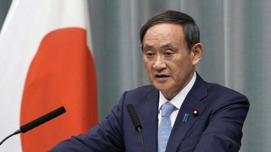 """O ministro porta-voz do governo, Yoshihide Suga, sugeriu ainda que as empresas criassem """"escritórios satélites"""" em locais de lazer"""