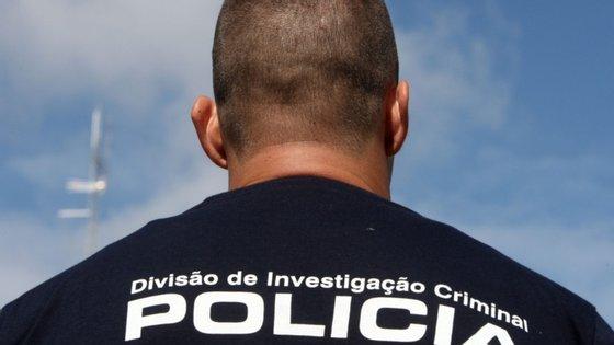 Na área da Baixa do Porto, a PSP deteve outra pessoa por tráfico de droga, sendo que esta tinha 52 doses de heroína e quatro de cocaína