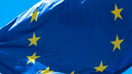 A Procuradoria Europeia será um órgão independente da UE, competente para investigar, instaurar ações penais e deduzir acusação e sustentá-la na instrução e no julgamento contra os autores das infrações penais lesivas dos interesses financeiros da União (por exemplo, fraude, corrupção, fraude transfronteiras ao IVA superior a 10 milhões de euros)