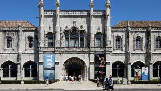 Da meia centena de peças nacionais, 37 são do Museu Nacional de Arqueologia (MNA), disse à agência Lusa o seu diretor, António Carvalho