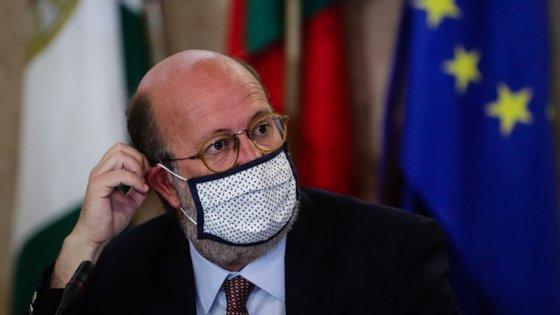 A proposta com o menor valor de investimento é de 1,3 milhões de euros e a mais elevada é de 2,4 mil milhões de euros, segundo avançou o ministro ao jornal Público