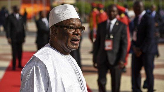 """Ainda na abertura da cimeira virtual dos Estados da África Ocidental, o líder da organização disse que a resolução da crise política que abala o Mali """"exige uma união sagrada de todos os malianos"""""""