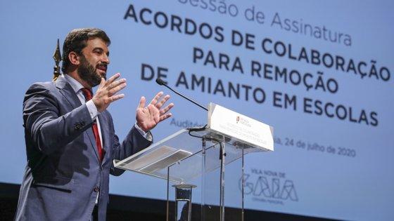 A remoção de amianto nas escolas é um programa a nível nacional, com um investimento de 60 milhões de euros, que será financiado a 100% por fundos comunitários e sem contrapartida por parte das autarquias