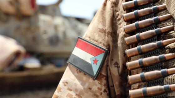 O conflito entre o governo do Iémen, apoiado pela Arábia Saudita, e os separatistas, apoiados pelos Emirados Árabes Unidos, representa uma guerra dentro da guerra no Iémen