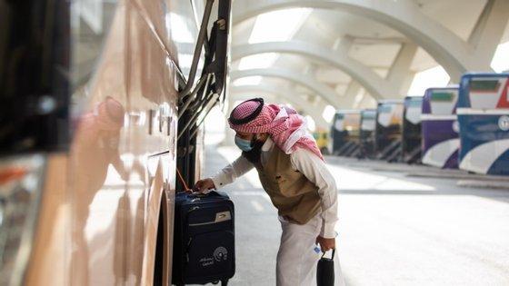 """Os muçulmanos selecionados para a grande peregrinação (""""hajj"""") terminaram na terça-feira uma quarentena antes de iniciarem a cerimónia na cidade sagrada de Meca"""
