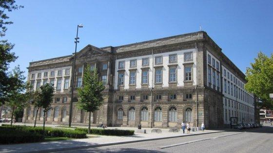 O número de estudantes brasileiros inscritos na Universidade do Porto em 2019/2020 cresceu quase 30% face a 2018/2019, uma subida explicada pela U.Porto pelo vontade de estudar numa universidade europeia que reconhece o exame nacional brasileiro