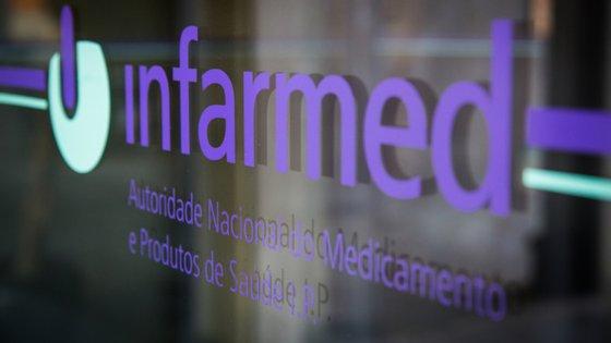 """Questionado sobre o tempo de chegada de uma vacina ao mercado, o presidente do Infarmed salientou a necessidade de prudência e reconheceu que é preciso """"aguardar que o processo avance um pouco mais"""" ao nível da agência europeia"""