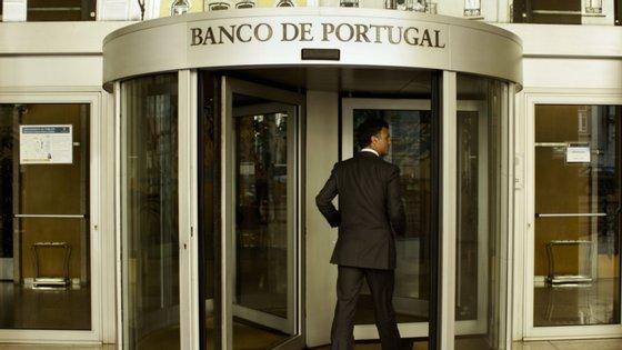 O BCE prolongou esta terça-feira a recomendação aos bancos para que não paguem dividendos até final do ano, com o diretor da supervisão bancária a anunciar que a decisão será revista em dezembro