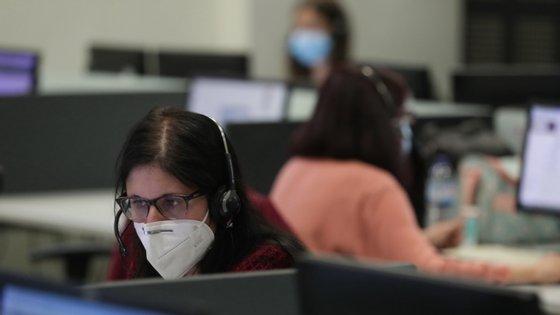 Mais de 50% das pessoas ligaram por motivos associados à Covid-19 e 27% das chamadas não tiveram a ver com o vírus, refere a mesma informação, acrescentando que houve também casos inconclusivos (14,59%) e sem resposta (4,86%)