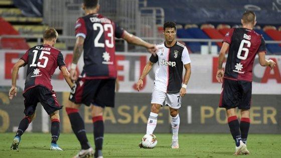 Ronaldo esteve muitas vezes mais afastado do que é normal da área perante a desinspiração coletiva da Juventus frente ao Cagliari