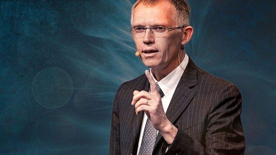 Carlos Tavares, o gestor português que lidera a PSA, anunciou a nova plataforma eléctrica do grupo, que deverá optimizar as vantagens dos veículos alimentados por bateria